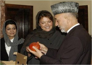 President H.E. Hamid Karzai inspects Afghan pomegranates ready for export as Roots of Peace President and founder Heidi Kuhn looks on.  Photo credit: USAID/Afghanistan, CHAMP
