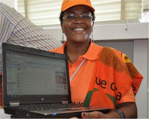 Dr. Anabela Manhica proudly exhbits a laptop received from the AWARD program. Photo Credit: USAID/Mozambique