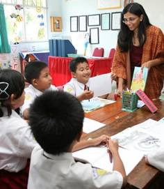 Children interact with Assistant Administrator Biswal in a classroom at Sedati Gede 2 primary school. (Photo: USAID)