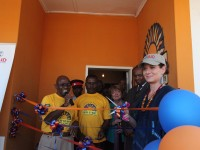 Debra Messing, Actress and PSI Global Health Ambassador, cuts the ribbon at a US-funded New Start HIV counseling and testing center in Mongu, Zambia. Photo Credit: Zoeann Murphy