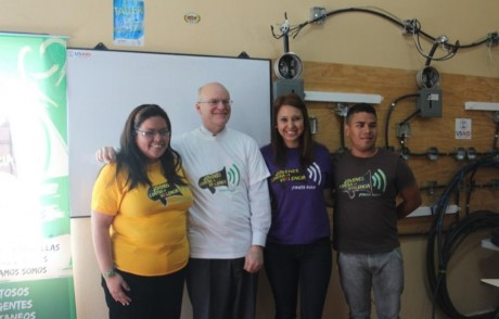 USAID Deputy Administrator Don Steinberg visits with Honduran youth from Movimiento Jovenes Contra la Violencia at a USAID outreach center. Photo Credit: USAID