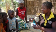 Community health worker Rosalina Casimiro meets with children in Nampula province, Mozambique, to demonstrate how to purify water prior to drinking. Photo credit: Luisa Chadreque, Pathfinder Nampula