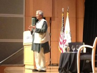 Dr. Muhammad Yunus, the 2006 recipient of the Nobel Peace Prizem visited with USAID staff on July 22, 2013 to discuss how to ‪end extreme poverty‬.