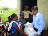 Former U.S. Ambassador to Guatemala Stephen McFarland provides food assistance to a family in the department of Santa Rosa.  Photo Credit: U.S. Embassy Guatemala