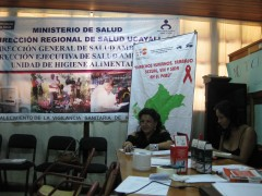 REDTRANS and Miluska staff conducting a workshop on HIV and human rights. Photo credit: Manuel Contreras