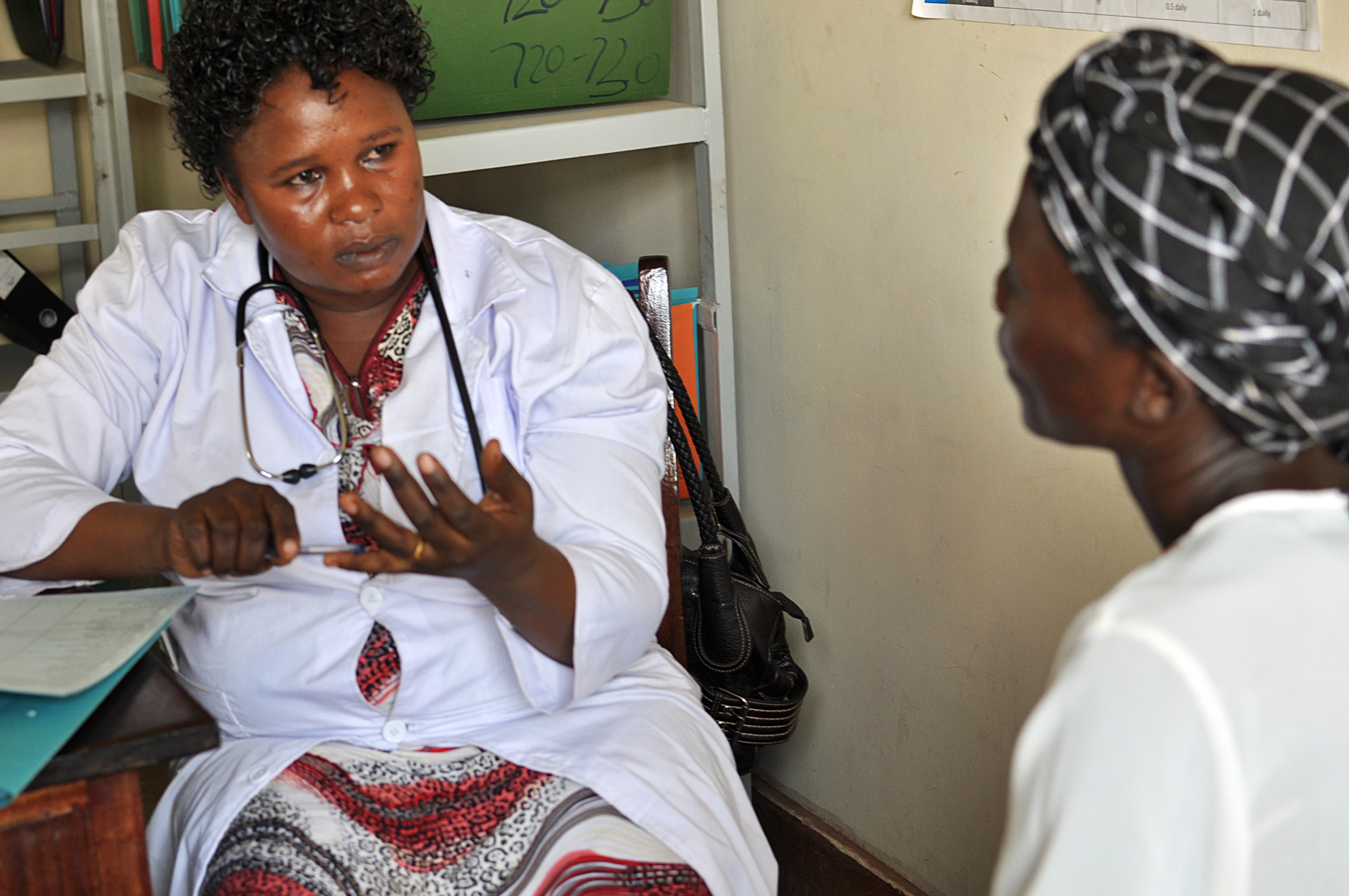 Agnes provides integrated HIV and family planning counseling to client. Photo credit: Carol Bales, IntraHealth International.