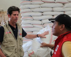 "[caption id=""attachment_26240"" align=""alignright"" width=""240""] Deputy Assistant Administrator Greg Beck discussing continuous Typhoon Haiyan/Yolanda relief operations with a DSWD representative Photo credit: USAID.[/caption]"
