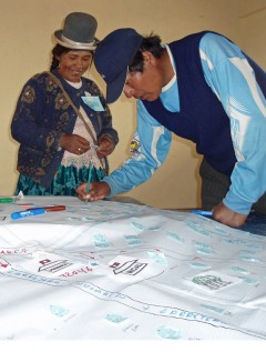 Community members living in high-altitude neighborhoods of Puno map hazards and emergency response actions.