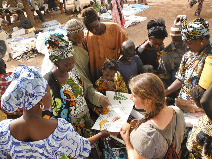 Peace Corps Volunteer Jackie Gerson spreads knowledge about the unbeLEAFable Moringa oleifera tree and its nutritional benefits at the Ndiba Ndiayène weekly Louma market in Senegal. / Amanda Grossi, Peace Corps