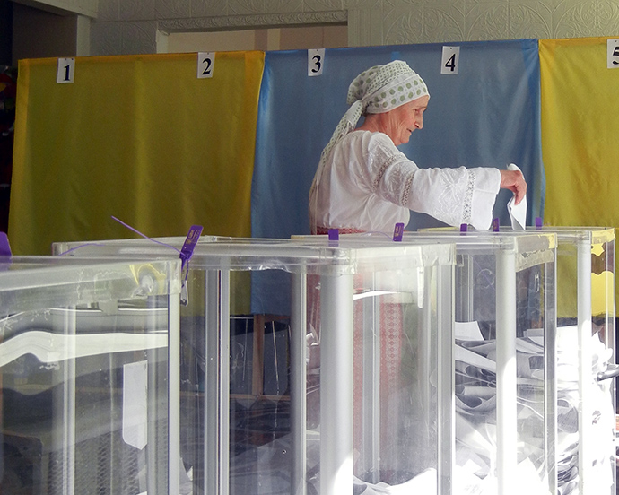 Ukrainians in Bila Tserkva cast their votes at the 2014 Presidential Election. / Julie Ota, USAID