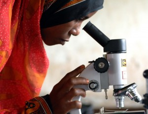 USAID-related science programs assist in expanding training for women. / Zahur Ramji (AKDN)