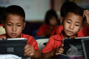 Students using tablets during a lesson at a classroom in the Ban San Kong school of Mae Chan, a town located in Thailand's northern province of Chiang Rai. / AFP, Christophe Archambault