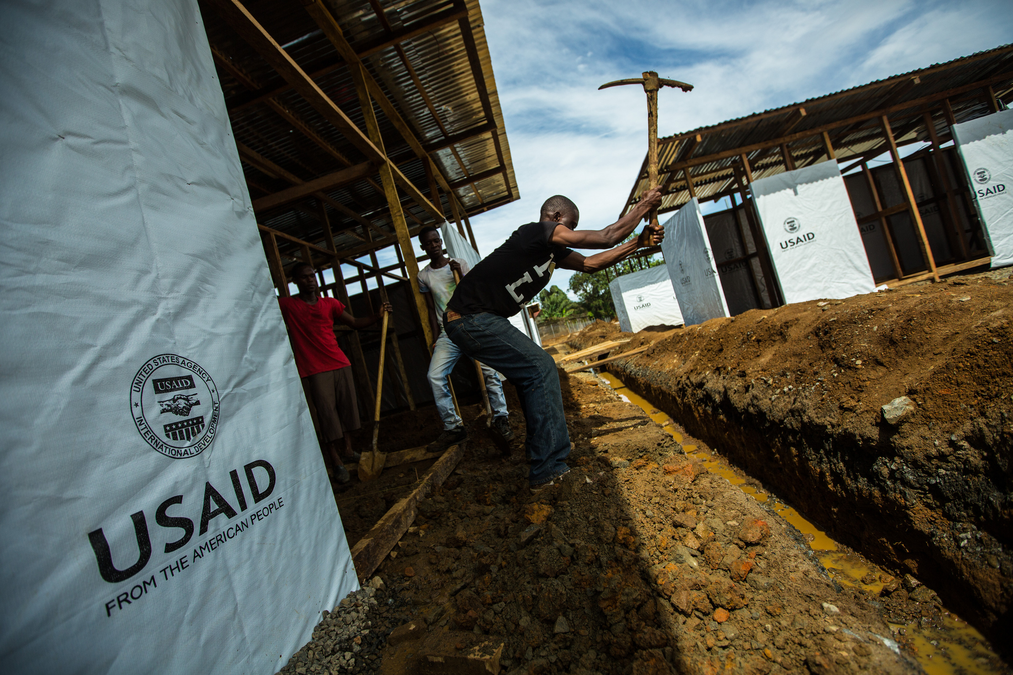 With funding and support from USAID construction crews work quickly to build a new Ebola Treatment Unit in Monrovia in front of the former Ministry of Defence Building. / Morgana Wingard