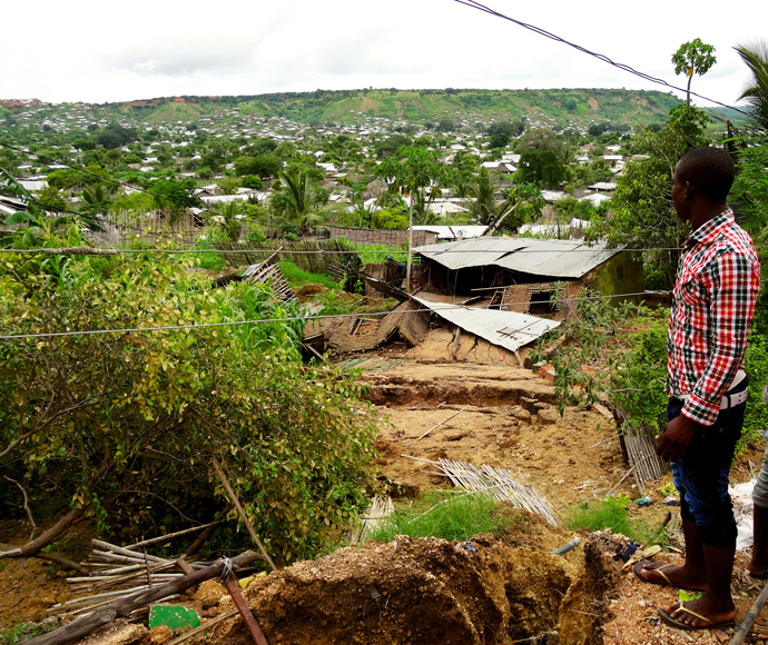 During his first visit to Pemba in January 2014, Colin Quinn visited Cariaco, a neighborhood built on a steep hill. By April, some of the houses in Cariaco had been swept away in a landslide. / Carlos Quintela, CCAP