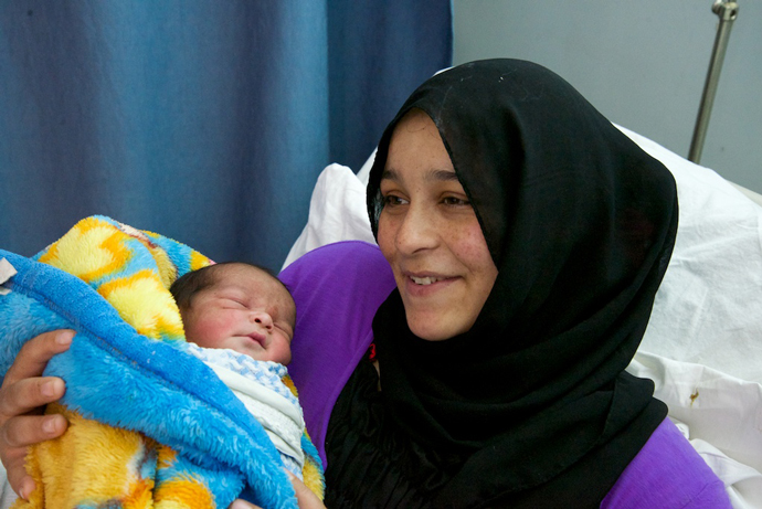 A mother holds a newborn at a USAID supported hospital in Mafraq, Jordan./ Peter Bussian, USAID.