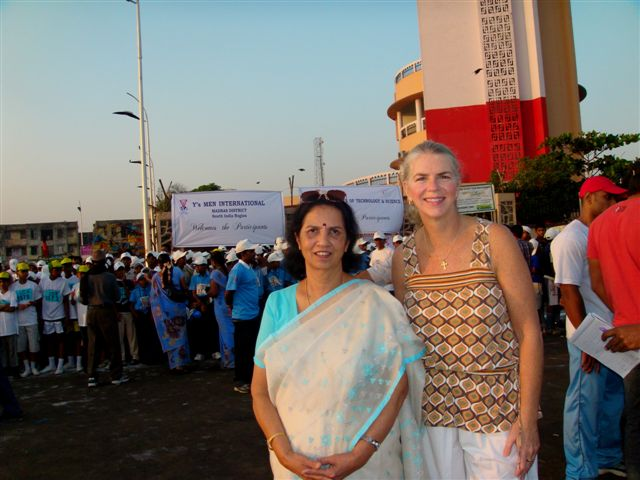Dr. Suniti Solomon and Margaret McCluskey at the 5K Sunrise Walk for YRG Care in 2010 in Chennai, India. / International AIDS Vaccine Initiative (IAVI), India