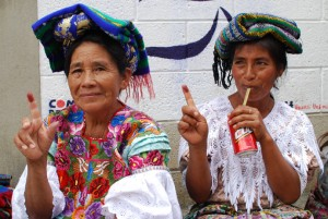 K´iche´maya women in Guatemala show their inked fingers after voting. / Maureen Taft-Morales, USAID