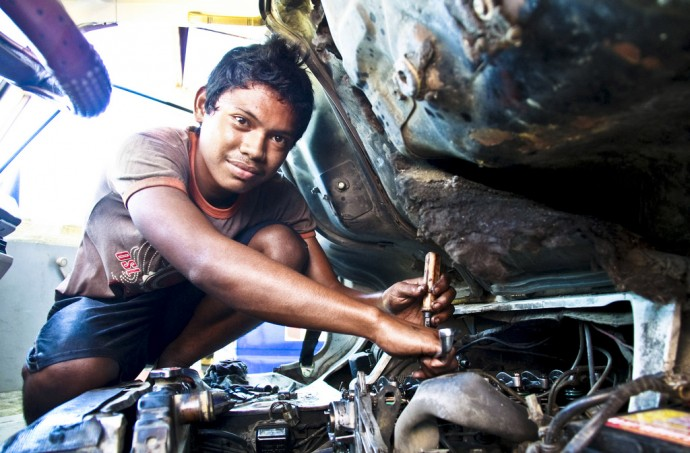 Richard Bernardo, 18, from conflict-affected Mindanao, Philippines, now works at an automotive shop in Zamboanga City after completing a two-month course offered by USAID for out-of-school youth in the region. USAID/Philippines provides skills trainings for out-of-school youth in Mindanao to help them gain access to income opportunities. / Rojessa Tiamson-Saceda, EQuALLS2 Project