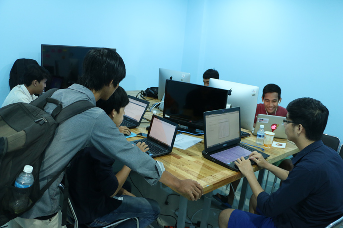 Young 5D Lab members access training and use video production equipment and software to create and edit videos at Development Innovations. / USAID
