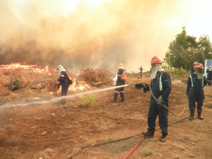 Training firefighters is one way USAID and the U.S. Forest Service help countries like South Africa prepare for disasters. After undergoing drills, these firefighters deployed to Canada to help battle wildfires. / U.S. Forest Service