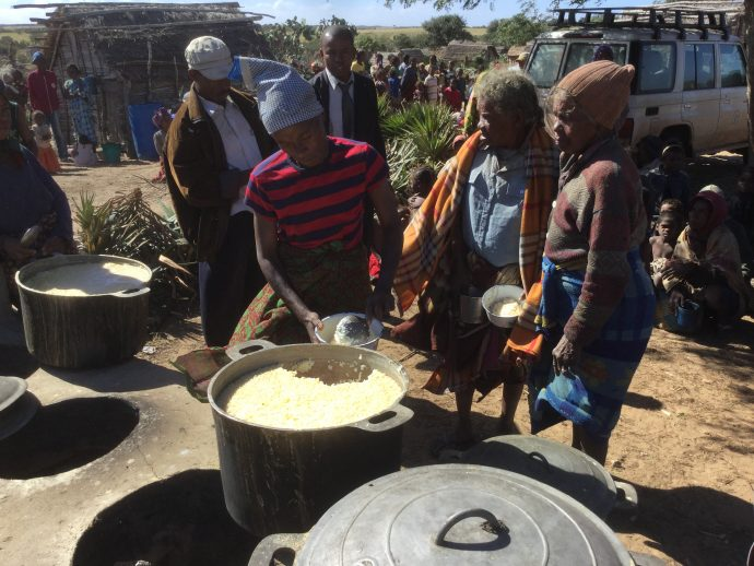 With support from Catholic Relief Services, Sisters of Charity provide hot meals to the elderly and children in Tshiombe./Christopher LaFargue, USAID