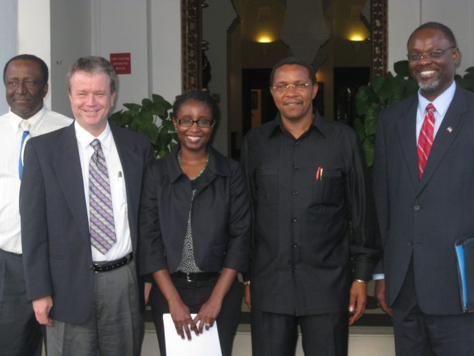 After assessing hazards at Ol Dionyo Lengai Volcano in Tanzania as part of a VDAP team, geologist Gari Mayberry briefed Tanzanian President Kikwete at the President's Office in 2009. / Embassy staff