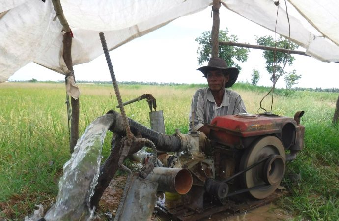As part of the Groundwater Modeling Workshop, participants visited the Batheay district of Kampong Cham province in Cambodia, where they examined groundwater pumping wells, like the one pictured, and discussed methods for determining groundwater flow direction. /Cambodian Ministry of Environment