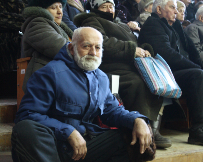 Public hearings provide an opportunity for citizens to directly liaise with their governments and hear from their local authorities on their activities. Here, citizens attend a public hearing in Crimea in 2011. / IRI