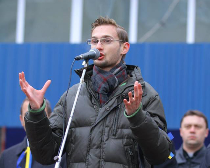 Taras Sluchyk speaks at public rally in his hometown of Ivano-Frankivsk, urging university students to mobilize. / Courtesy of IRI
