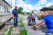 Bilders Volodymyr Kindzerskyi, Stepan Martynyuk, Myron Humennyi and Andriy Bodasyuk are working on renovating of a local house of culture in Lozova Village, Baikovetska United Community. The renovation project is fully funded from the community budget. Ternopil Oblast, June 2017. (Photo: Vladyslav Sodel)